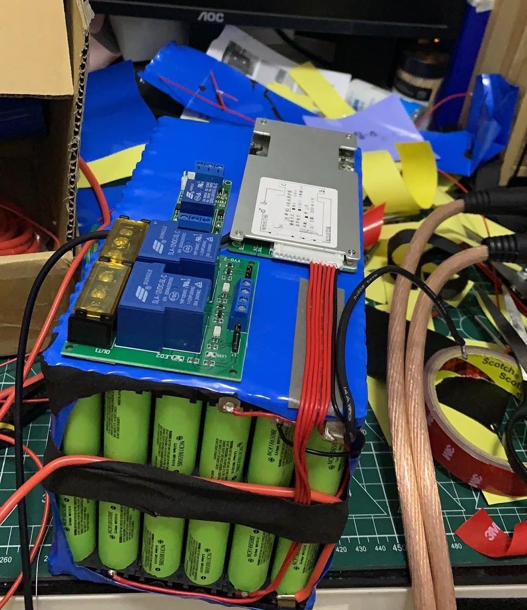 装电装中,图中的是双路输出的继电器,保护板只用了45A的,总感觉够用了。